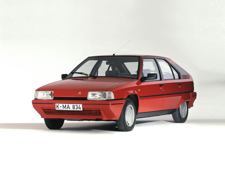 Hace 35 años nacía el Citroen BX bajo la bendición de la Torre Eiffel: un coche que conquistó Europa