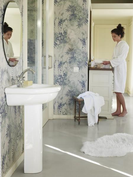 El cuarto de baño convertido en un oasis de inspiración natural en medio de una gran ciudad