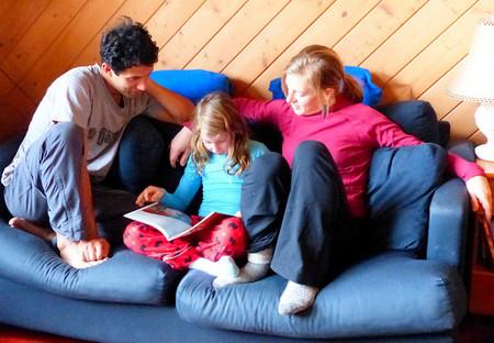 La lectura es esencial para garantizar el éxito escolar porque es la base del aprendizaje: foméntala desde casa