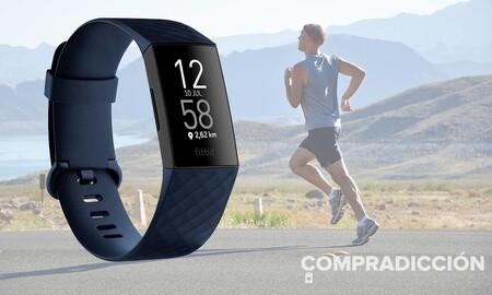 Elegir el color azul lleva premio: la pulsera deportiva Fitbit Charge 4 con NFC está rebajada a 89,95 euros en Amazon y El Corte Inglés