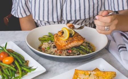 Dieta baja en residuos: en qué consiste esta dieta indicada para personas con brotes de Crohn o de síndrome de intestino irritable