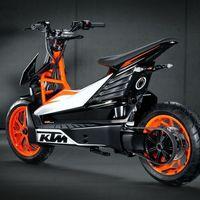 ¡Confirmado! KTM se subirá en 2022 al carro de los scooter eléctricos, y los fabricará Bajaj en India