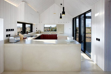 Una casa única en la playa, con una DECO práctica y sencilla
