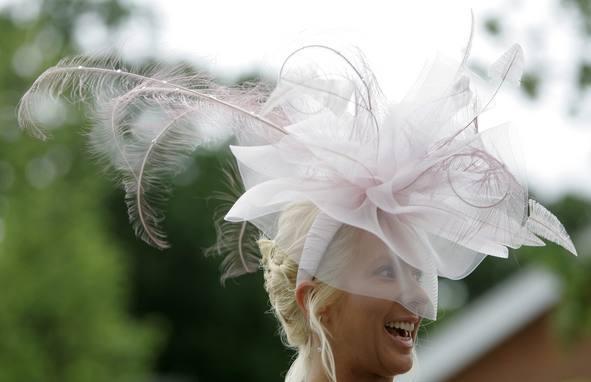 Foto de Ascot 2008: imágenes de sombreros, tocados y pamelas (17/20)