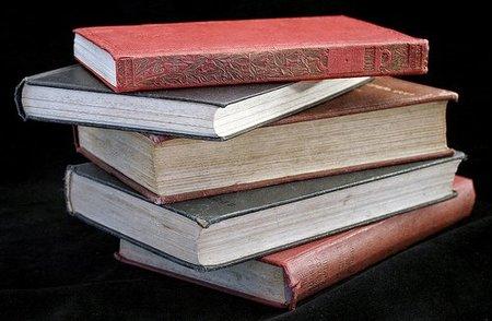 Ahorrar reciclando #4: Un libro viejo = Una lampara nueva