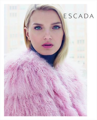 Lily Donalson hipnotiza en la campaña Otoño-Invierno 2015 de Escada