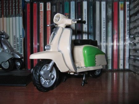 Lambretta de juguete escala 1:12