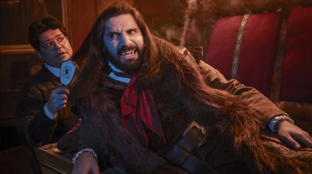'Lo que hacemos en las sombras': un delirante festín de comedia vampírica sin nada que envidiar a su predecesora
