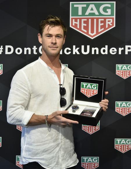 Chris Hemsworth Va De Fresco En Primavera Con La Perfecta Camisa Blanca Para La Temporada