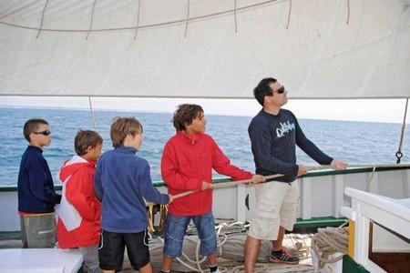 Vive emocionantes aventuras en familia con los grandes veleros tradicionales de Bretaña