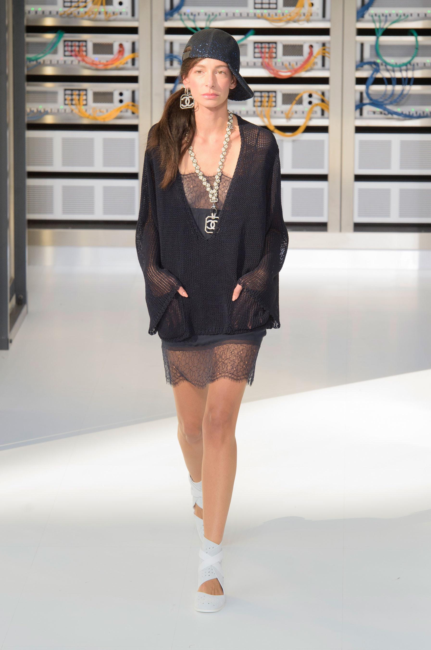Foto de El regreso al futuro de Chanel en su colección Primavera-Verano 2017 (77/96)