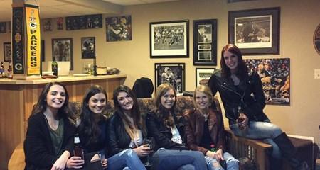 Otro gran misterio de nuestro tiempo: la foto de seis chicas en la que falta un par de piernas