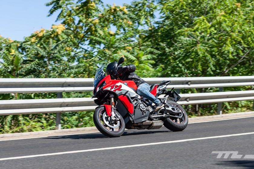 Probamos la BMW S 1000 XR: una moto trail 100% asfáltica de 165 CV, más agresiva y más polivalente