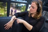 iSkin quiere que controlemos nuestros móviles desde una etiqueta pegada en la piel