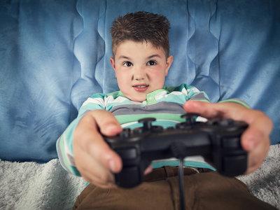 La televisión en la habitación está relacionada con un mayor riesgo de obesidad en los niños