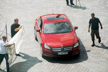 Mercedes CLS 2011 completamente desnudo en París