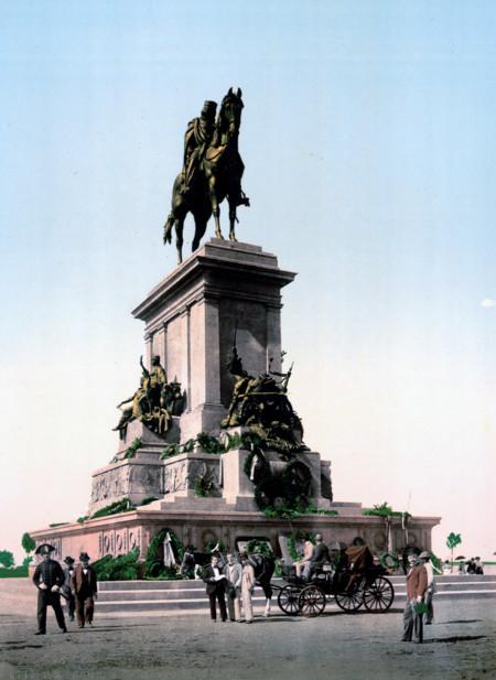 El Monumento A Garibaldi Heroe De La Unificacion Italiana Tan Reciente En 1890