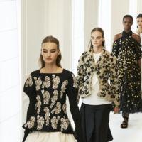 El blanco y negro de la Alta Costura reafirma la incógnita del futuro de Dior sin olvidar la luz del dorado