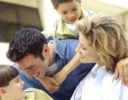 Los padres dedicamos más tiempo al primer hijo, no mejor