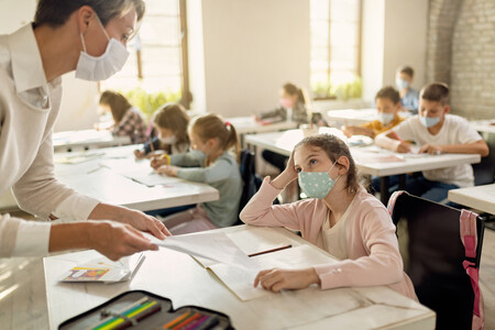Educación permite que los alumnos titulen y pasen de curso sin límite de suspensos