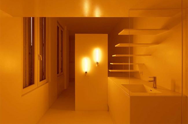 La luz como articuladora de espacios en este pequeño apartamento parisino