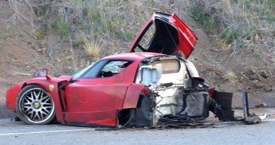 Ferrari Enzo destruído
