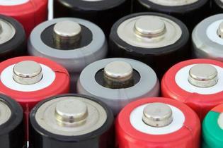 Cómo debería ser la batería de Tesla para ayudar a tener alternativa a las eléctricas tradicionales