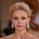 La princesa Charlene de Mónaco deslumbra en el Baile de la Cruz Roja