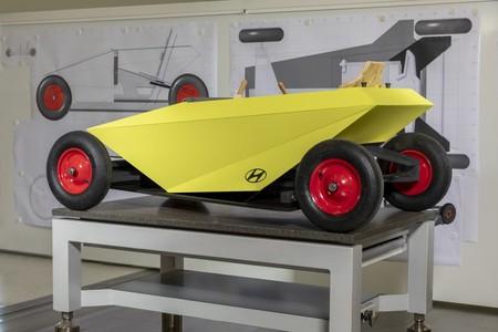 """Hyundai Soapbox racer: un coche """"asequible"""" para montar en casa y correr tus propias carreras sin motor"""