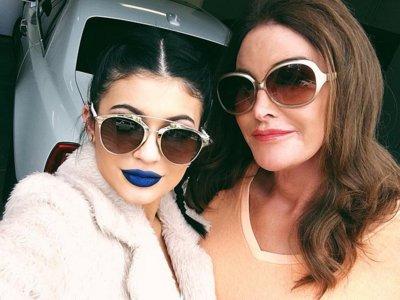 ¿Se pondrán de moda los labios azules? Kylie Jenner lo hace por una buena causa