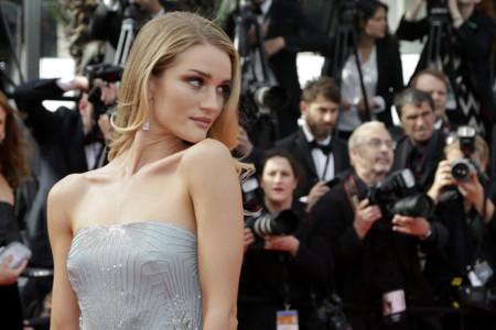 ¡Las modelos se hacen con la alfombra roja de The Search en Cannes!