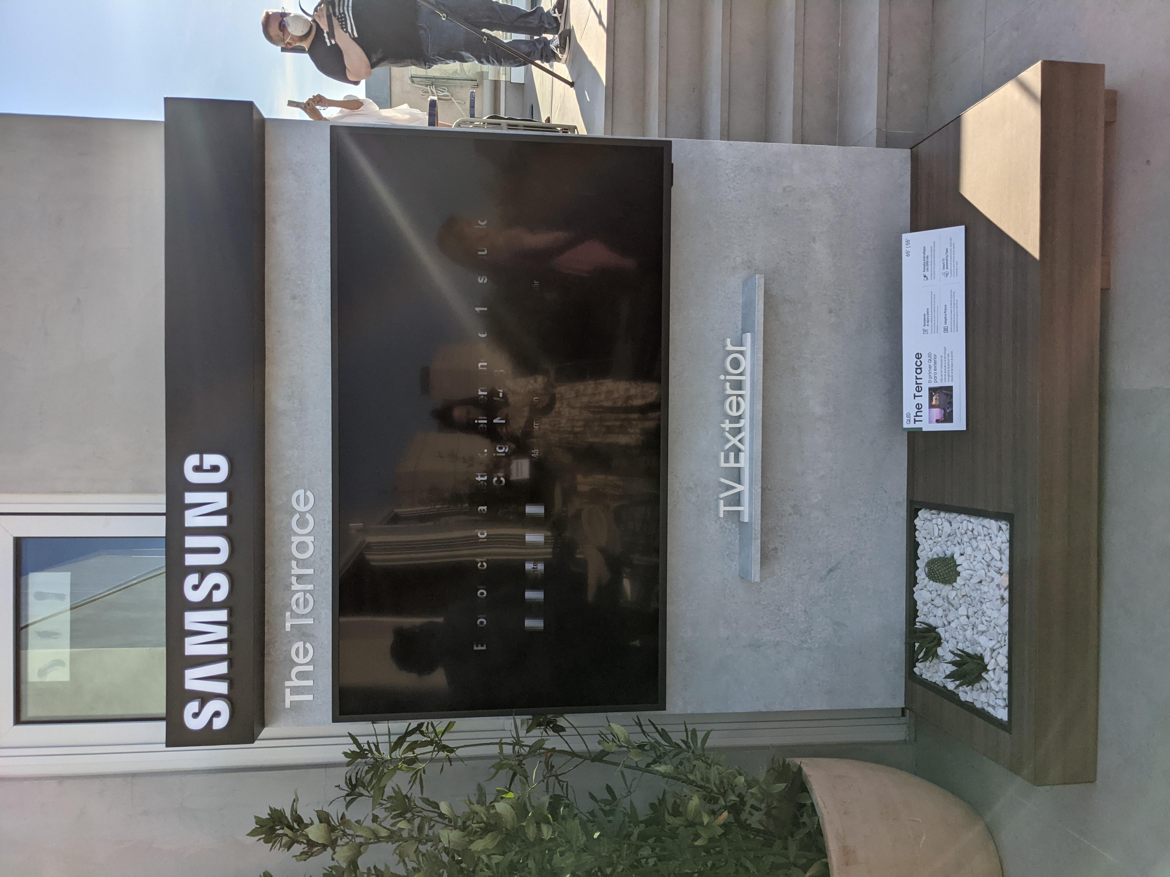 "SAMSUNG TV QLED 138 cm (55"") Samsung The Terrace QE55LST7T para exterior Smart TV, Inteligencia Artificial, 4K"
