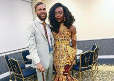 Siguiendo el ejemplo de las gemelas Quann una joven de Ohio acude a su baile de graduación con un vestido de inspiración africana