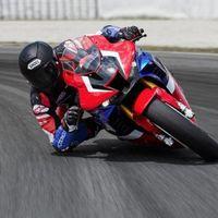 ¡A 300 km/h y en primera persona! La Honda CBR1000RR-R-SP Fireblade saca en este vídeo toda su rabia