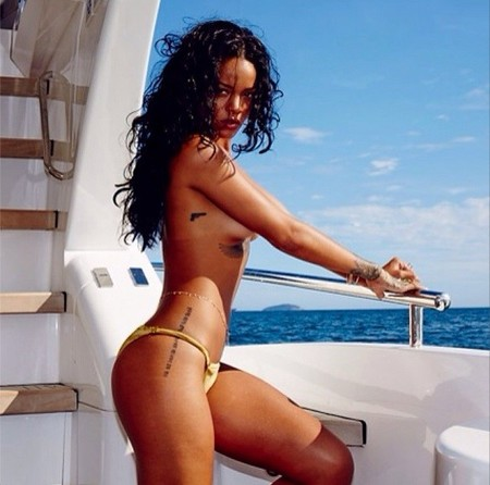 Rihanna vacaciones barco