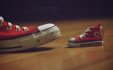 Los que se quitan los zapatos al entrar a casa tienen razón: he aquí la explicación científica