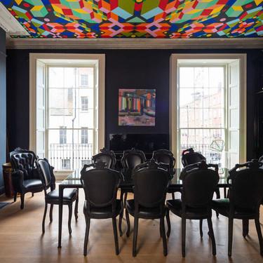 Descubre una de las decoraciones de interior más eclécticas de la temporada con esta casa en Dublín.