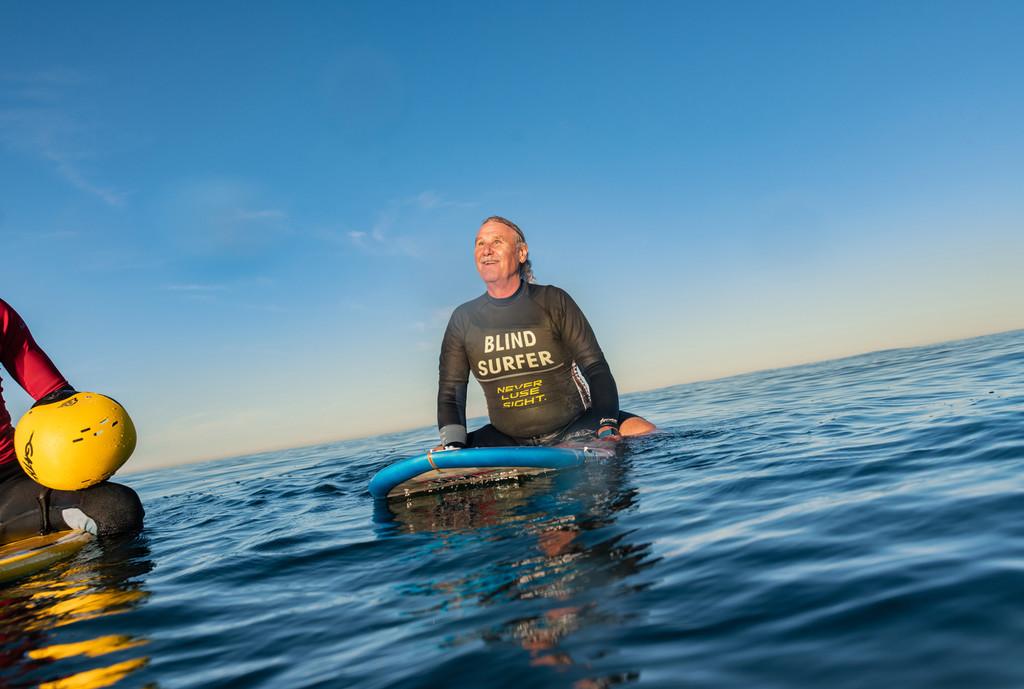 Así es como un veterano de la marina ciego ha podido surfear gracias a la apoya de su <strong>iPhone℗</strong> &#8220;>     </p> <div class=