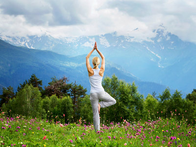 Las claves para realizar la postura del árbol de Yoga