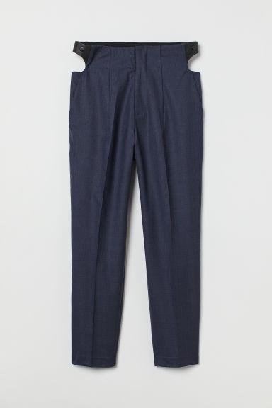 Pantalón de vestir azul marino con cortes laterales
