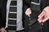 La corbata solar que carga tus gadgets