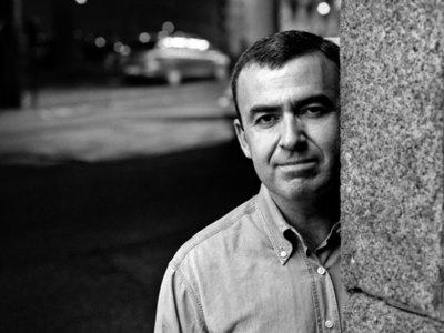 Lorenzo Silva nos quiere poner a bailar con 'Música para feos'