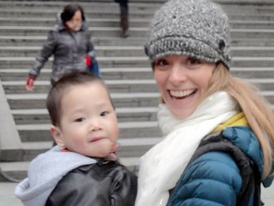 El increíble viaje de una madre adoptiva y su hijo para que vea a sus padres biológicos antes de que se quede ciego