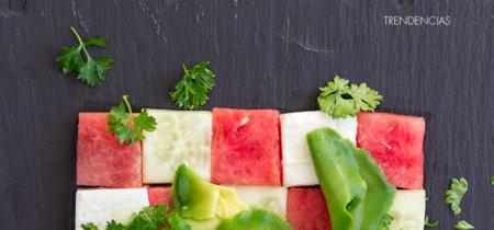 Ensalada griega de pepino, sandía y queso feta. Una ensalada damero para sorprender este verano