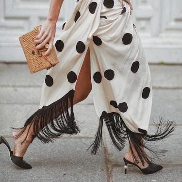 El street style se viste con lunares (en blanco y negro)