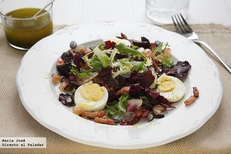 Ensalada de lechugas variadas con granada y vinagreta de perejil, receta