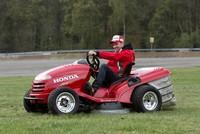 El cortacésped más rápido del mundo, en manos de Tiago Monteiro