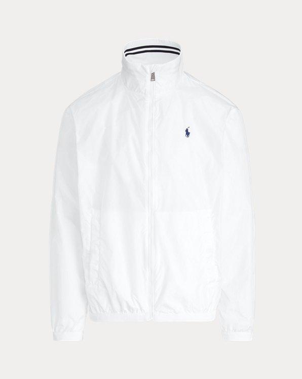 Esta chaqueta con cuello semicisne se ha confeccionado con tafetán elegante y ligero y presenta el caballo marca de la casa bordado.
