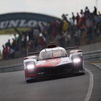 El Toyota #7 sigue liderando unas caóticas 24 Horas de Le Mans: lluvia, accidentes y criba entre los LMP2