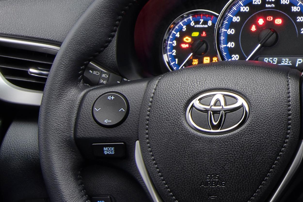 Foto de Toyota Yaris Sedán 2021 (10/12)